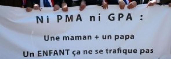 """APCE s-a sesizat în legătură cu LEGALITATEA """"mamelor purtătoare"""" care produc copii pentru cuplurile homosexuale"""