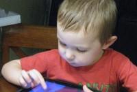 Asociaţiile de PĂRINŢI atrag atenţia asupra introducerii manualelor digitale în şcoli