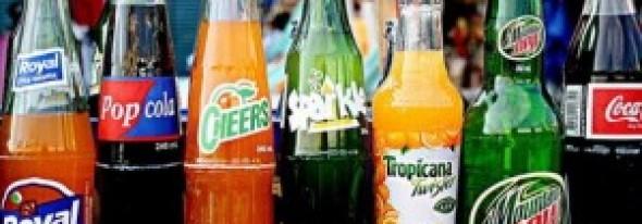 Otrava din sticlă! La ce boli grave ne expunem când consumăm suc acidulat